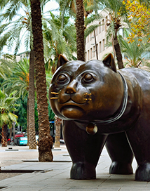cat statue in barcelona